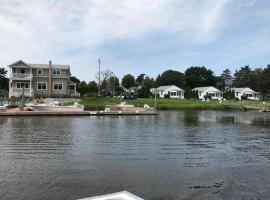 Waterfront Shared Guest House Suite 1, hotel in Riverhead