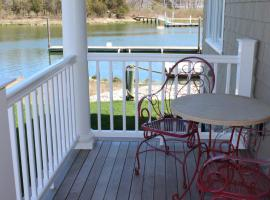 Waterfront Shared Guest House Suite 2, hotel in Riverhead