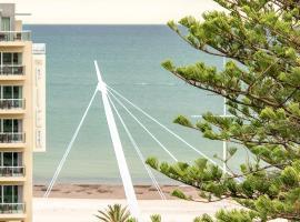 Beachside luxury & comfort, ocean views in Glenelg