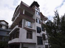 Cozy 1BR Stay on Mall Road, Manali