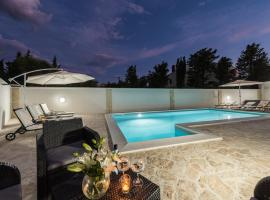 Villa Star 4 luxury apartment with a pool