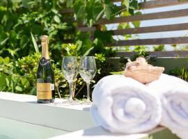Casa Julian - Romantic Rooftop with Private Pool, hotel económico en Tulum