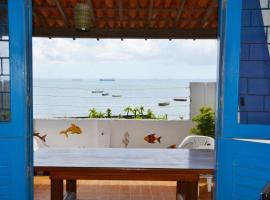 Villa au bord de la plage, beach hotel in Itaparica Town