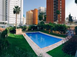 Apt in the heart of Benidorm, hotel con piscina en Benidorm