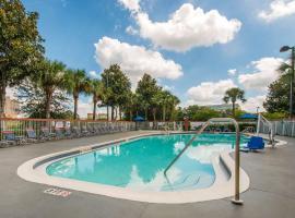 Comfort Inn & Suites near Universal Orlando Resort, hotel cerca de Universal Studios Orlando, Orlando