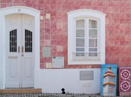 Pink house, hotel in Silves