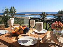 LUXURY GAVA BEACHFRONT APARTMENT BARCELONA, hotel in Gavà