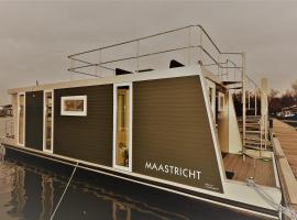 "Cozy floating boatlodge ""Maastricht""."