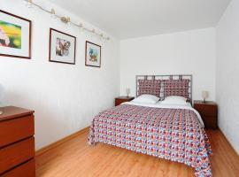 Apartment at Koltsovskaia / 2pillows