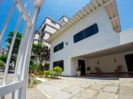 Paradise Hostel, hotel near Island and Lighthouse of Moela, Guarujá
