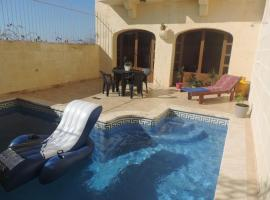Gozo Holiday House, hotel in Għarb