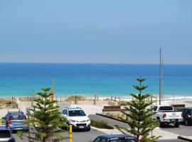 Absolute Beachfront Scarborough, budget hotel in Perth