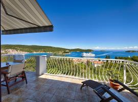 LuceIssa (Beautiful Seaview Apartment), hotel u Visu