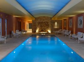 Auberge de Cassagne & Spa, hotel with pools in Le Pontet