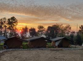 Monkey Mud Hostel and Camps