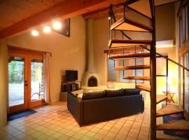 Sunny Spacious Taos Adobe Casa