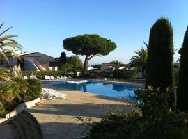 Appartement luxueux à 100m de la plage, luxury hotel in Saint-Tropez