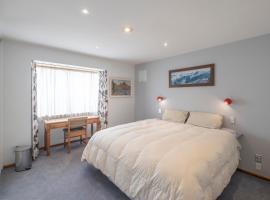 Christchurch 7 minutes drive from airport modernised Rimu House