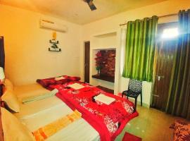 Anukampa Paying Guest House, homestay in Agra