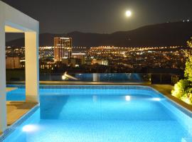 Lycabettus Hill Penthouse, Private Roof Garden & Pool