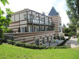 Superbe Deux pièces Vue Mer avec jardin, budget hotel in Trouville-sur-Mer