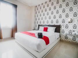 RedDoorz Plus near Universitas Negeri Makassar, hotel in Makassar