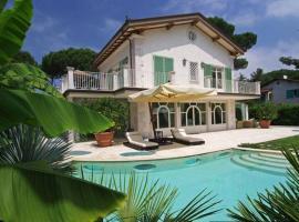 Forte dei Marmi Villa Sleeps 10 Pool Air Con WiFi