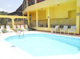 Executive Shaw Park Guest House, hotel in Ocho Rios