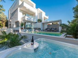 Luxury apartment SUNSET with pool and jacuzzi