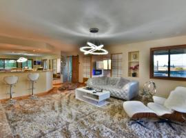 Luxury & Stylish Retreat with Views on 1 Acre