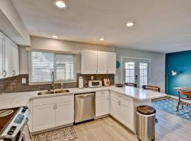 4BR Modern Townhouse near Old Town by WanderJaunt