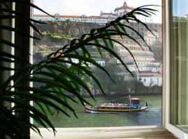 Red House By The River, hotel near D. Luis I Bridge, Porto