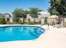 Relaxing 4BR   Pool   Parks & Golf by WanderJaunt