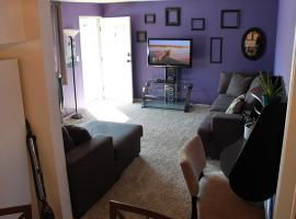 4 blocks to the beach! In the heart of downtown!, hotel in Huntington Beach