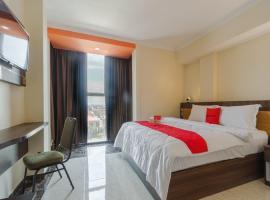 RedDoorz Plus @ Boulevard Panakkukang, hotel in Makassar