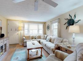 Captain's Quarters, holiday home in West Yarmouth