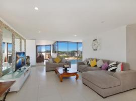 Yacht Harbour Towers Unit 7E - Three bedroom Penthouse on the hill overlooking the Tweed river