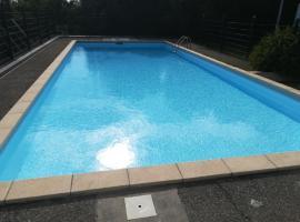 T2 climatisé et équipé avec piscine (+ voiture)