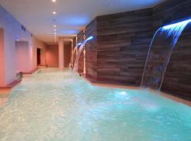Hotel Columbia Wellness & Spa، فندق في مونتيكاتيني تيرمي
