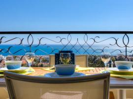 Confortable 3 pieces avec superbe vue mer, hotel with pools in Nice