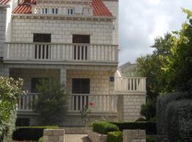 Apartments D & P, hotel in Korčula