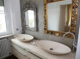 Champagne Rooms, guest house in Sirmione