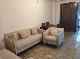 Entire Airconditioned apartment near Vaishali Metro Station, apartment in Ghaziabad