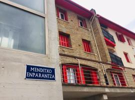 Menditxo- Etxea, hotel in Getaria
