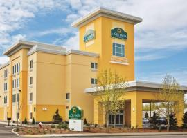 La Quinta Inn & Suites by Wyndham Burlington, hotel in Burlington
