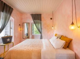 Central, Quiet & Romantic Apartment