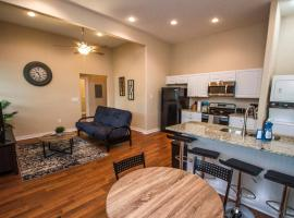 3BR/2BA Remodeled Apartment Near Downtown, apartment in San Antonio