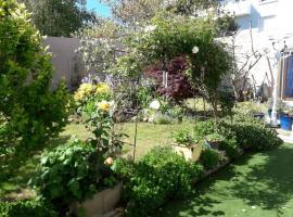 Le jardin fleuri, hotel in Saint-Nazaire