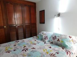 Habitación simple con baño privado en Envigado - Desayuno incluido