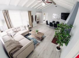 Spacious, Comfy Home to Experience LA in Style P15 - 30 Night Minimum